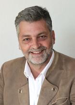 <a href='http://www.shm.co.at/wp-content/uploads/2015/04/CV_englisch_Hanser_final.pdf' target='_blank'>Artur Hanser</a> : Senior Consultant